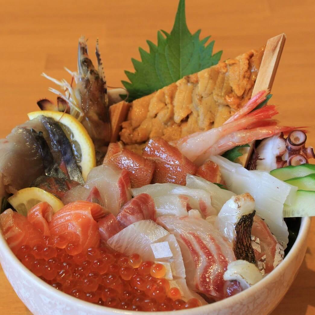 糸島の海の幸を堪能!話題沸騰の糸島海鮮丼!
